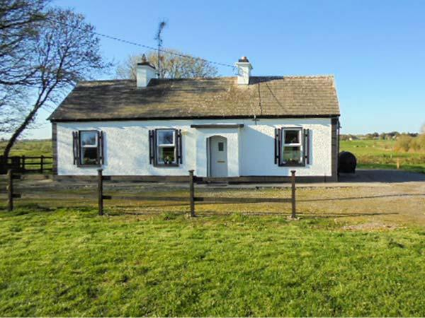 WOODSTOCK COTTAGE, character holiday cottage, with open fire in Ballindine, County Mayo, Ref 4085 - Image 1 - Ballindine - rentals