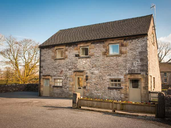 LARKSTONE BARN, part of the Chatsworth Estate, pet-friendly, woodburner in - Image 1 - Wetton - rentals