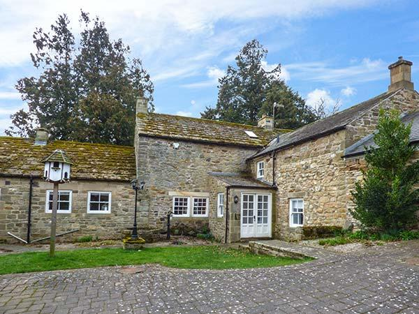EAST FARM HOUSE, Grade II listed farmhouse, woodburner, en-suite, enclosed - Image 1 - Hexham - rentals