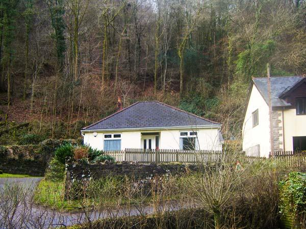 UNDERWOOD BUNGALOW, lawned garden with patio, off road parking, all ground - Image 1 - Tintern - rentals