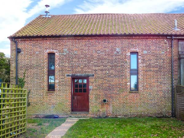 THRESHERS BARN, pet-friendly barn conversion with woodburner, garden, close Broads, coast and country, Aylsham Ref 917148 - Image 1 - Aylsham - rentals
