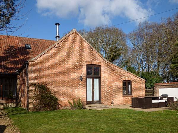 SHIRE HORSE BARN, pet-friendly barn conversion with woodburning stove, garden - Image 1 - Aylsham - rentals