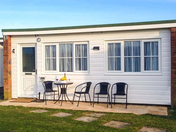 THE HEADLANDS, single-storey terraced chalet on holiday park, pet-friendly, on-site outdoor swimming pool, in Scratby near Great Yarmouth, Ref 919396 - Image 1 - Ormesby Saint Margaret - rentals