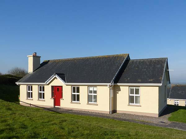 2 RING OF KERRY COTTAGES, detached, single-storey, open fire, off road parking, near Killorglin, Ref 922755 - Image 1 - Killorglin - rentals