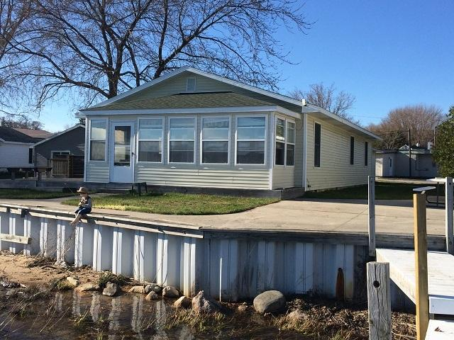 Family Home Located on Portage Lake - Image 1 - Onekama - rentals