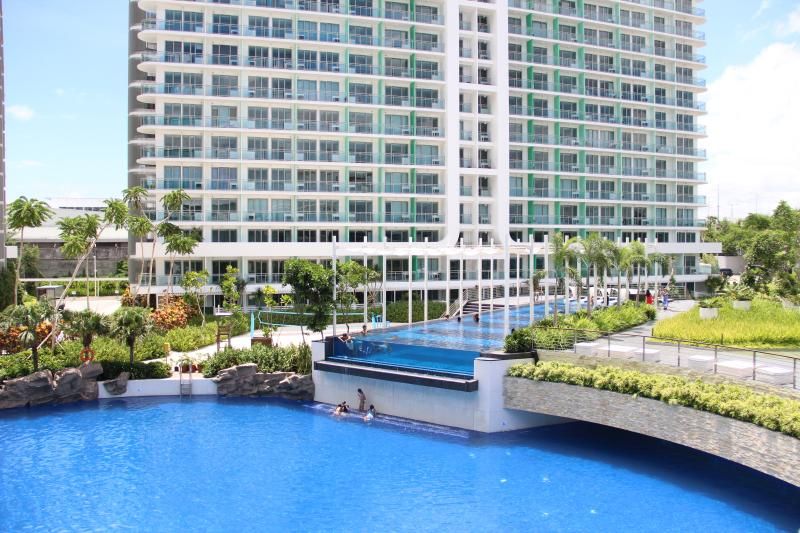 View of the man-made beach and lap pool - Azure Tropical Paradise...right in your backyard - Paranaque - rentals