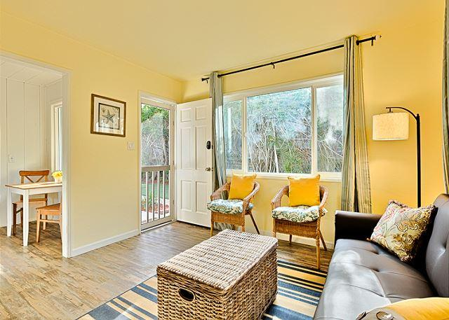 Welcome to your beach cottage - Beach Cottage -Steps to the sand, recently remodeled, private sundeck! - La Jolla - rentals