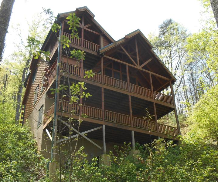 "Our new beautiful cabin is located close to downtown Gatlinburg on a Private Setting - Luxury Cabin 4br/4.5ba-110"" Theater,Hottub,GAME - Gatlinburg - rentals"