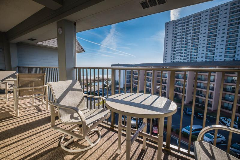 2BR W/ POOLS/LAZY RIVER/JACUZZIS, MB RESORT A516 - Image 1 - Myrtle Beach - rentals