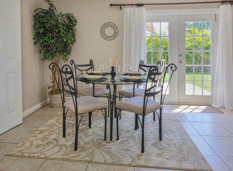 Elegant dining table seats 4 - Breezy Villa Tropical Retreat Near Private Beach - Venice - rentals