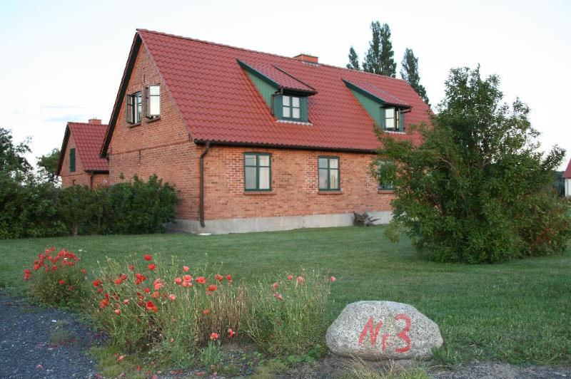Vacation Home in Ummanz - 861 sqft, idyllic, quiet, comfortable (# 3793) #3793 - Vacation Home in Ummanz - 861 sqft, idyllic, quiet, comfortable (# 3793) - Stralsund - rentals