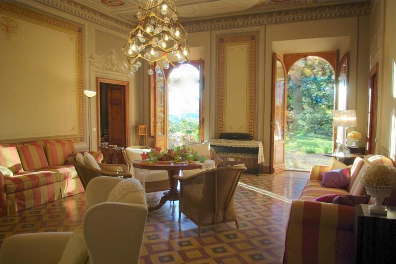 Salone  della villa - Beautiful 18th Century Vacation Villa in Tuscany - Pistoia - rentals