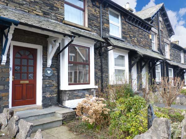 LITTLE ACORNS, stone terraced cottage, WiFi, parking, in Windermere, Ref 915881 - Image 1 - Windermere - rentals