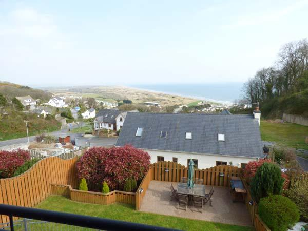 YSBRYD-Y-MOR, luxury detached house, 60' TV, WiFi, en-suites, hot tub, sea views, in Pendine, Ref 924120 - Image 1 - Pendine - rentals