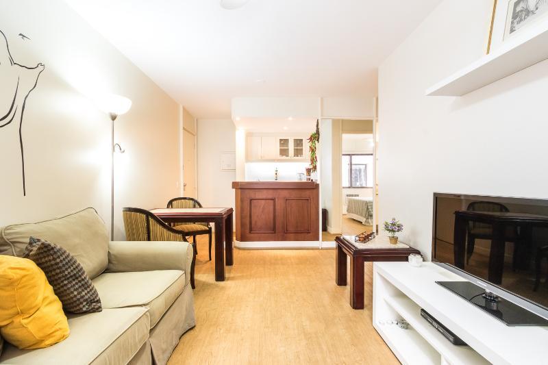 Simple & Bright 1 Bedroom Apartment in Itaim Bibi - Image 1 - Sao Paulo - rentals