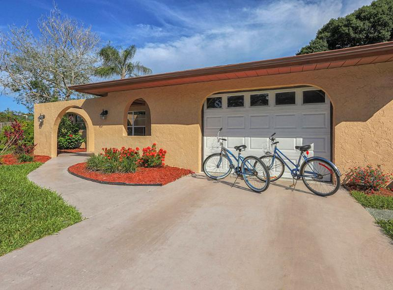 Two beach cruiser bikes are available for your use - Spacious Villa Grande Free Internet Private Beach - Venice - rentals
