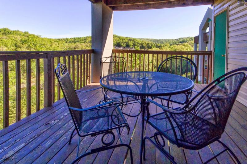 Branson Condo Rental | Eagles Nest | Indian Point | Silver Dollar City | Walk-in | Views (1110604) - Image 1 - Branson - rentals
