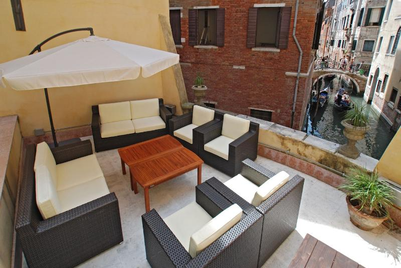 the Tommaseo apartment has a large shared terrace overlooking a canal - Tommaseo - Venice - rentals
