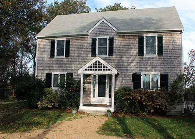 BEAUTIFUL COLONIAL STYLE HOUSE SET ON A LANDSCAPED PROPERTY - Image 1 - Edgartown - rentals