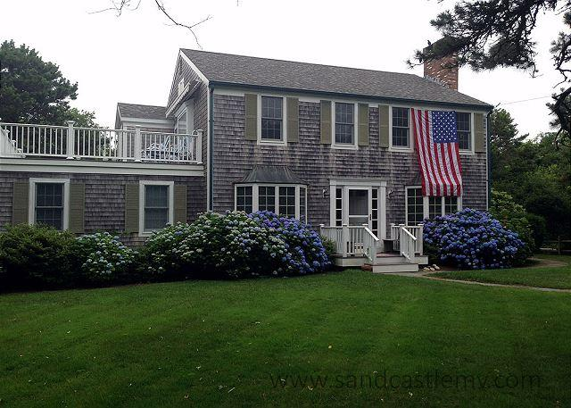 BEAUTIFUL COLONIAL JUST MINUTES FROM SOUTH BEACH - Image 1 - Edgartown - rentals