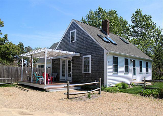 CHARMING KATAMA CAPE HOUSE CLOSE TO SOUTH BEACH AND EDGARTOWN VILLAGE - Image 1 - Edgartown - rentals
