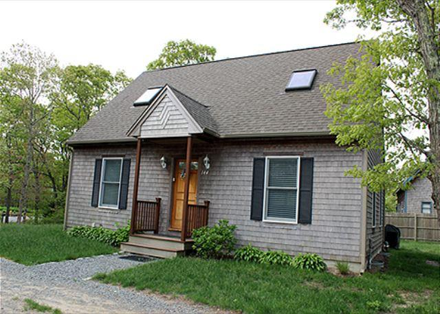 VINEYARD CAPE LOCATED NEAR BIKE PATH AND FARM NECK GOLD COURSE - Image 1 - Oak Bluffs - rentals