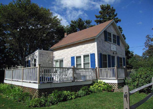 CHARMING COTTAGE-WALK TO TOWN & HARBOR! - Image 1 - Oak Bluffs - rentals
