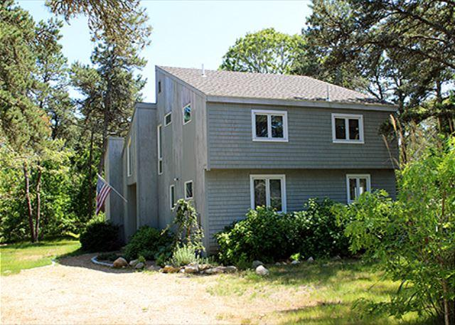 BEACH, THE HARBOR & GREAT SHOPPING/DINING EQUIDISTANT! - Image 1 - Edgartown - rentals