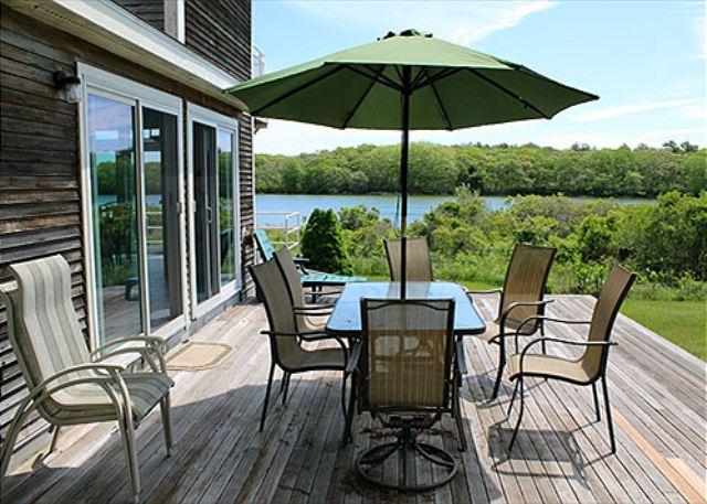 WONDERFUL, ATTRACTIVE WATERFRONT HOUSE LOCATED ON EDGARTOWN GREAT POND - Image 1 - Edgartown - rentals