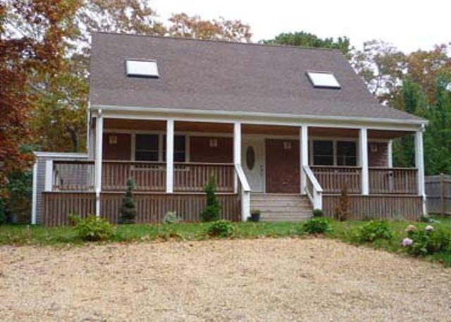 VINEYARD CAPE WITHIN WALKING DISTANCE TO SENGEKONTACKET POND - Image 1 - Edgartown - rentals