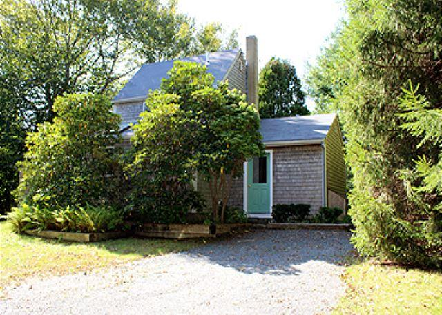 LOVELY COTTAGE CONVENIENTLY LOCATED TO LAMBERT'S COVE BEACH - Image 1 - West Tisbury - rentals