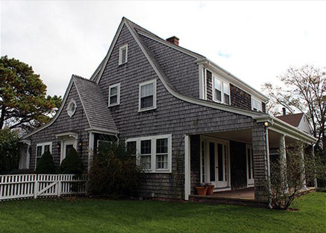 IN-TOWN EDGARTOWN HOME WITHIN WALKING DISTANCE TO TOWN - Image 1 - Edgartown - rentals