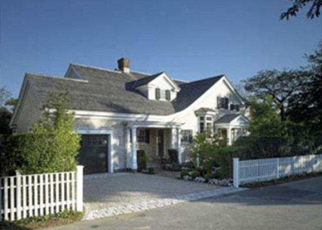 MODERN LUXURY HOME WITH RELAXED ATMOSPHERE THAT EMBRACES VINEYARD LIFE - Image 1 - Edgartown - rentals