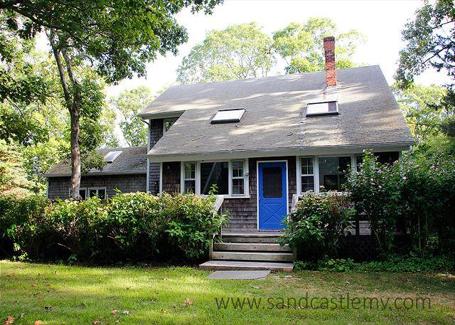 SPACIOUS AND COMFORTABLE CHILMARK CAPE WITH CENTRAL AIR CONDITIONING - Image 1 - Chilmark - rentals