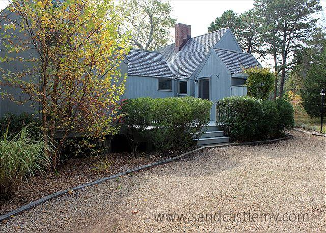 WONDERFUL VINEYARD HOME WITH BEAUTIFUL WATERVIEWS - Image 1 - Oak Bluffs - rentals