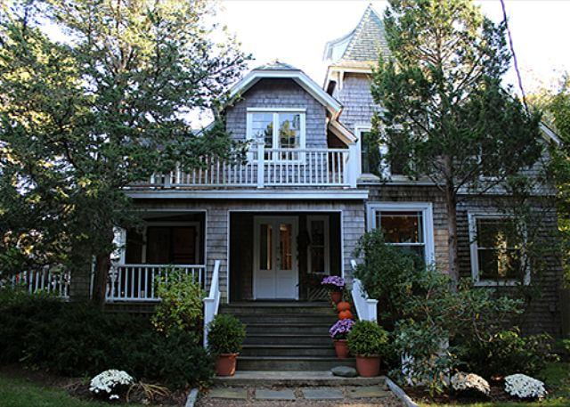 Large Vineyard Classic Home Close to Town and Beach! - Image 1 - Oak Bluffs - rentals