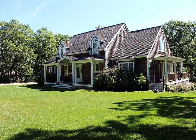 Beautiful Home in Farm Neck with Central Airconditioning - Image 1 - Oak Bluffs - rentals