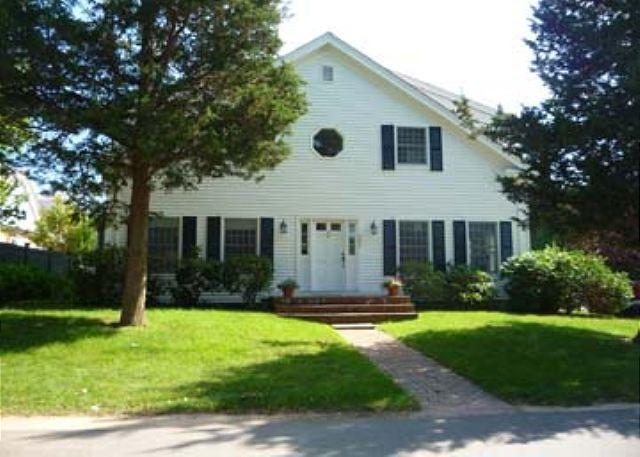 Come and Enjoy Your Vineyard Vacation in this Wonderful Edgartown Home - Image 1 - Edgartown - rentals