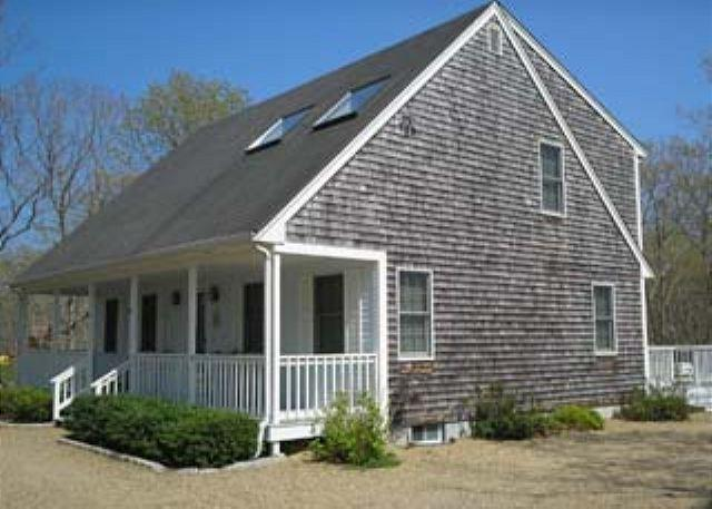 DELIGHTFUL, LIGHT, AIRY EDGARTOWN HOME - Image 1 - Edgartown - rentals