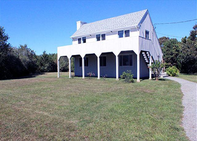 KATAMA SUMMER CAPE WITH GREAT DECK FOR RELAXING AFTER THE BEACH - Image 1 - Edgartown - rentals