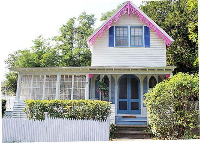 Beautiful Campground Victorian Home in Oak Bluffs - Image 1 - Oak Bluffs - rentals