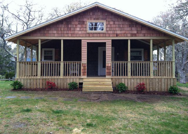 VINEYARD COTTAGE LOCATED BETWEEN TWO PONDS - Image 1 - Edgartown - rentals