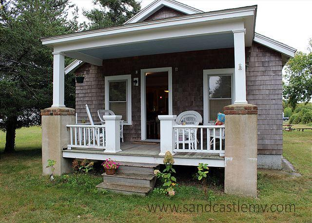 CUTE ISLAND BUNGALOW LOCATED CLOSE TO THE KATAMA GENERAL STORE - Image 1 - Edgartown - rentals