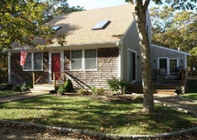 Meticulously maintained saltbox in Island Grove - Image 1 - Edgartown - rentals