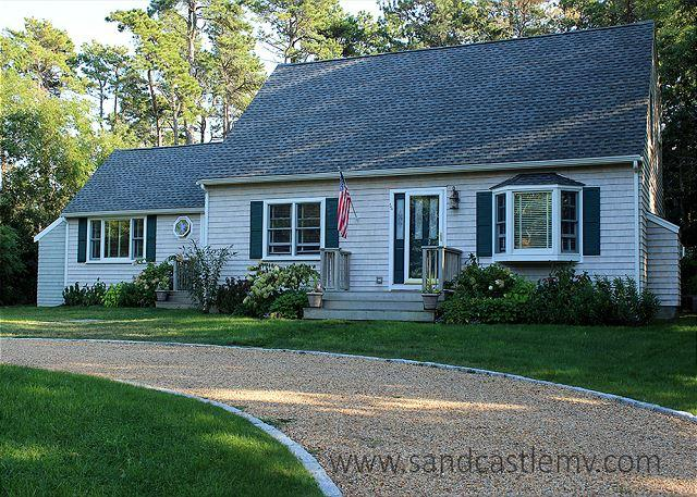 Beautiful Edgartown home with Central Air Conditioning and Pool Table - Image 1 - Edgartown - rentals