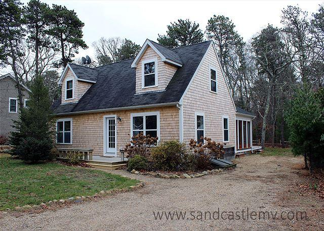 Enjoy the charm of a Vineyard cottage with all the amenities of today - Image 1 - Oak Bluffs - rentals