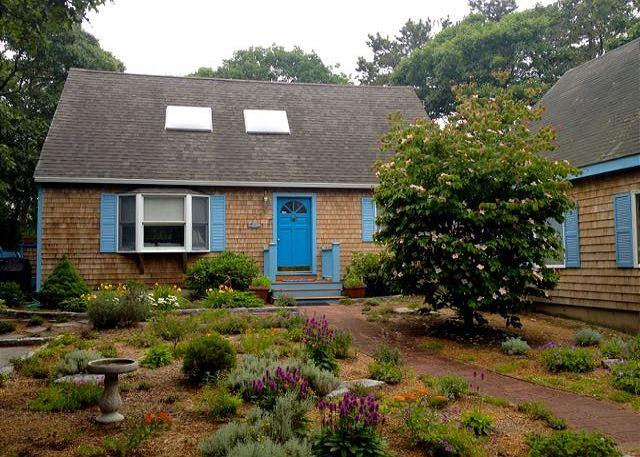 Charming Contemporary Cape in Island Grove - Image 1 - Edgartown - rentals