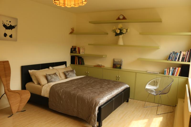 Queen Size bed - Budget studio in centre of London, (SoHo) - London - rentals