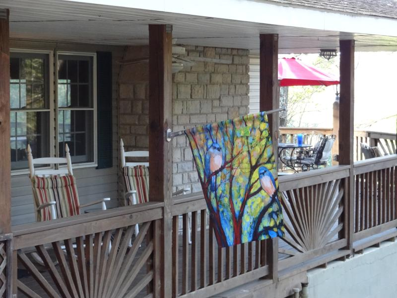 Sit and rock or eat at tables seating 12. - Wren Eagle Retreat - Chillicothe - rentals