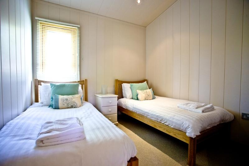 Hunters Lodge, 2 Indio Lake located in Bovey Tracey, Devon - Image 1 - Bovey Tracey - rentals
